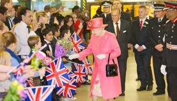 6. februāris. Par Lielbritānijas karalieni kļūst Elizabete II