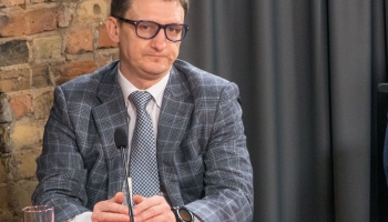 Krustpunktā Brīvais mikrofons ar sabiedrisko attiecību speciālistu Jurģi Liepnieku