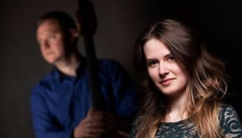 Cimbalas spēlētāja un dziedātāja Aiga Bokanova