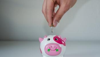 Uzkrājumi bērna nākotnei: kādi ierobežojumi naudas pieejamībā jāņem vērā vecākiem