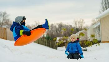 Ziemas prieki bērniem mēdz beigties ar traumām. Atgādinām par drošību