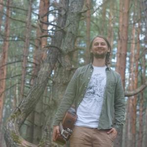 Mūziķis Reinis Jaunais: ceļojumi ir mani motivējuši spēlēt ģtāru