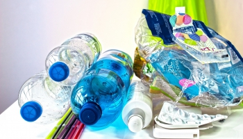 Pētījums: vieglā iepakojuma atkritumus šķirojam ne pārāk pareizi