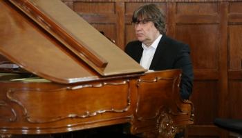 Latviešu dzejnieku - klasiķu zelta graudi mūzikā. Stāsta komponists Jānis Lūsēns.
