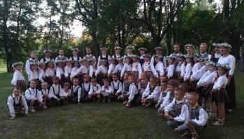 """Iepazinām Bauskas bērnu un jauniešu centra deju kopu """"Mēmelīte"""""""