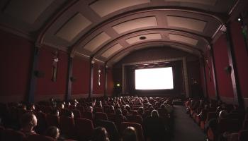 Pieci skatās šausmu filmas par agresīviem šoferiem un dzīvokļu īrniekiem