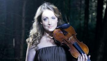 Pasaules vidū un Briselē - vijolniece Elīna Bukša