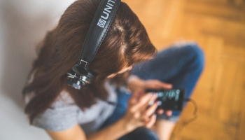Legāli klausīties mūziku. Skaidrojam Latvijas iedzīvotāju mūzikas patēriņa paradumus