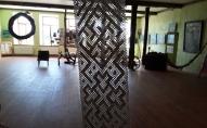 Pļavas muzejs Kaldabruņā: knipelēta Lielvārdes josta un stikla cepšana