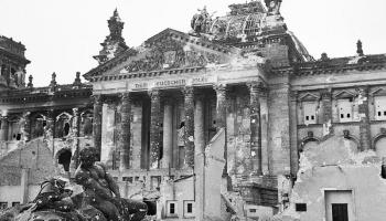 Otrais pasaules karš: Vācijas kapitulācija 1945. gada pavasarī