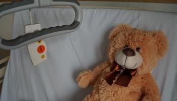 Ārste: Ikviens slimais jūtas nelaimīgs. Bērnam slimnīcā atbalsts ir vajadzīgs dubultā