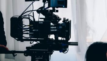 Dīvāna kinozāle: Filmas iesaka režisors Aiks Karapetjans un aktrise Elita Kļaviņa