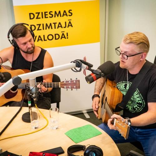 """Atis Ieviņš prezentē savu pirmo solo singlu """"Dejo ar ēnu"""""""