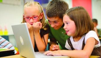 Bērna laiks pie datora attālinātas mācīšanās laikā ir kļuvis jēgpilnāks