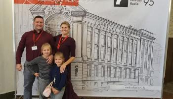 Gudrības pilienos viesojas Ošu ģimene no Garkalnes novada