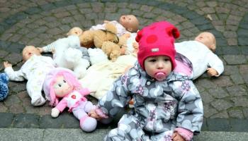 Дети и куклы: в какие надо играть, а в какие - категорически нет