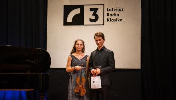 Vijolniece Madara Liepiņa un pianists Daumants Liepiņš Latvijas Radio I studijā