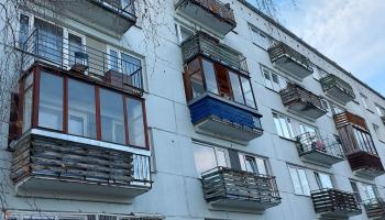 Ēku atbilstība būvniecības normatīvu prasībām: vai iestiklotās lodžijas nāksies likvidēt?
