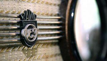 """""""Radiozaķi"""" un pirmie radio aparāti Latvijā"""