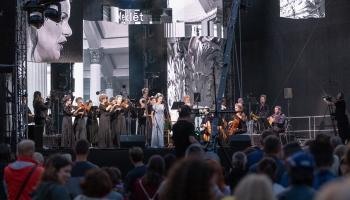 """J. Vītola Latvijas Mūzikas akadēmijas simtgades atklāšanas koncerts """"Pāri"""" Doma laukumā"""