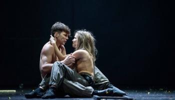 Jaudīga klasika uz Nacionālā teātra skatuves: Ditas Lūriņas Šiilera traģēdijas iestudējums