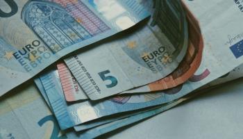 Diskutē par priekšlikumu minimālās algas kritēriju noteikšanai Eiropā