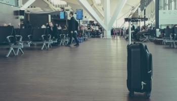 """Aviācija - """"vārti"""" vīrusu ienākšanai Latvijā. Kā lidostas un """"airBaltic"""" mazina riskus?"""