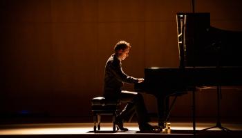 """Pianista Reiņa Zariņa koncertprogramma """"Tilti"""" Jaunās mūzikas festivālā """"Arēna"""""""