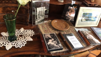 """Jauns cikls """"Tandēms"""": Pirmais stāsts par dzejnieci un tulkotāju Laimu Akurateri"""