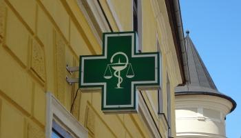 Aptieku tirgus Latvijā: kā konkurence šajā tirgū ietekmē medikamentu cenas