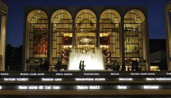 Ieskats Ņujorkas Metropoles operteātrī - no tērpu darbnīcas un arhīva līdz skatuvei