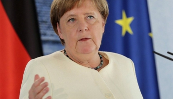 Poliju gaida otrā prezidenta vēlēšanu kārta, Vācija pārņem ES prezidentūru