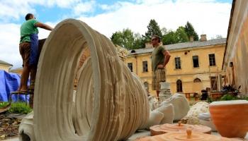 Daugavpils uzņem V keramikas mākslas simpoziju; taps lielformāta vides objekti
