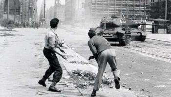 17. jūnijs. 1953. gadā Berlīnē padomju tanki apspiež strādnieku sacelšanos
