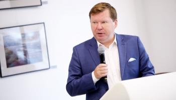 Krustpunktā Brīvais mikrofons ar ekonomistu Arni Sauku