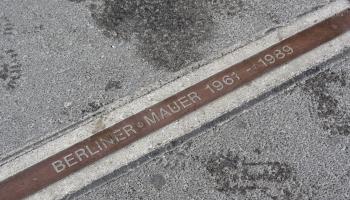9. novembris. Berlīnes mūra krišana