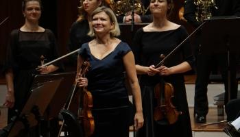 """Vijolniece Alīna Ibragimova un """"Sinfonietta Rīga"""" koncertā Lielajā ģildē"""