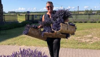 "Monopola viešņa lavandas lauku ""Lillas lavender"" saimniece Inga Purava"