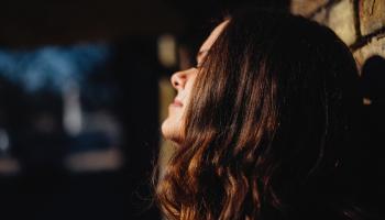 Dzejniece un mūzikas menedžere Aleksandra Line: Dzīvē cenšos tiekties uz gaismu