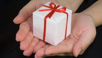 Делать добрые дела: как Латвия выросла в сфере благотворительности за этот год