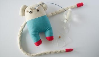 Spēka pele nāk! Par to, kā bērniem laiku slimnīcā darīt mazāk sāpīgu