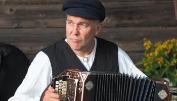 Folklorists Andris Kapusts par Leldīnis svieteišonu saskaņā ar dobu i vysumu