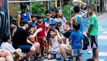 """Par """"Ghetto Games""""  komandas piedzīvojumiem Filipīnās"""