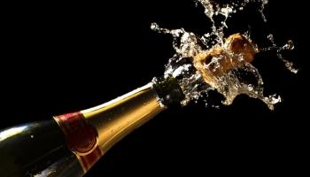 4. augusts. Tēvs Pjērs Perinjons atklāj šampanieša izcilās īpašības