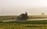 Lauksaimnieki sašutuši par pesticīdu aizlieguma iniciatīvas virzīšanu izskatīšanai Saeimā