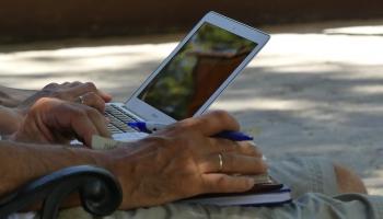 Kā mainās cilvēku attieksme pret ticību tehnoloģiju ietekmē