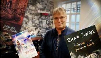 Zelta pogas sabiedrībā Latvijas Rakstnieku savienības priekšsēdētājs ARNO JUNDZE