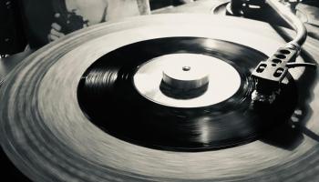 День винила улицы Ерсикас: праздник фанатов виниловых пластинок