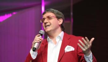 Skanīgās balss īpašnieks, tenors Žoržs Siksna arī šovasar bieži dzirdams koncertos