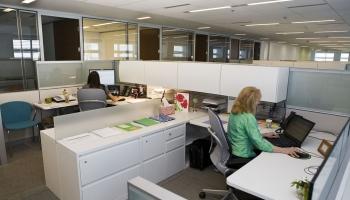 Eksperti lielākās investīcijas nekustamajā īpašumā prognozē arī biroju ēkās